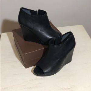 BGBG Little black booty with peep toe